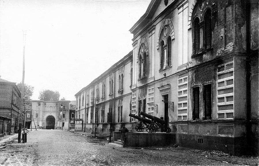 Руины здания Арсенала
