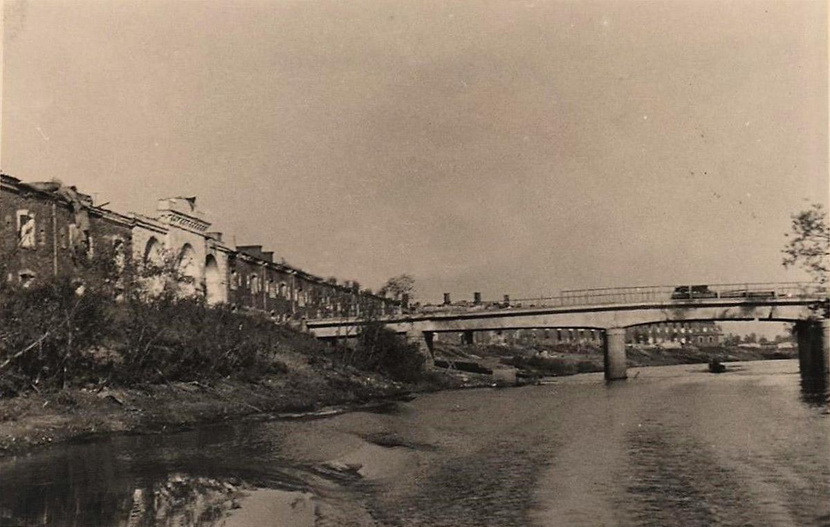 Вид на Трехарочные ворота Брестской крепости